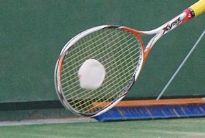 ソフトテニス[ダブルス]で守備的なストロークを打つ際のポイント